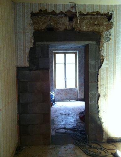 demolition mur porteur comment demolir un mur porteur contraintes regles pour la demolition. Black Bedroom Furniture Sets. Home Design Ideas