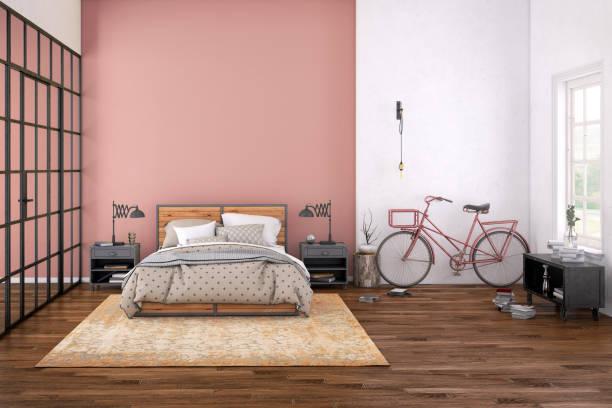 Chambre spacieuse avec un mur de couleur saumon et un autre blanc