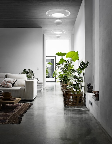 Eclairage d'un salon contemporaine à l'aide de puits de lumière