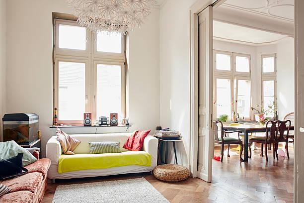 Salon avec une ouverture en porte coulissante