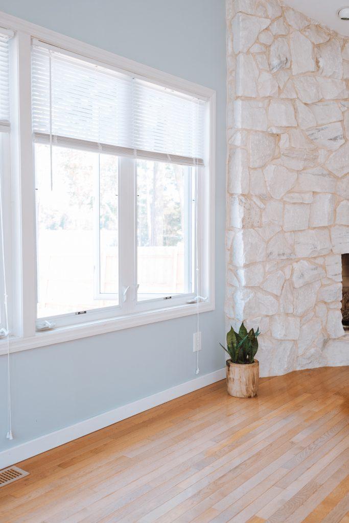 Fenêtre blanche maison